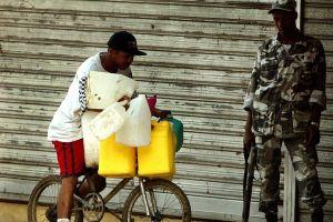 Dominicanos pagan más por tarifas del combustible