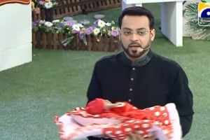 Programa de TV paquistaní regala bebés en directo (video)