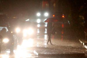 Puertorriqueños sufren azote de torrenciales lluvias