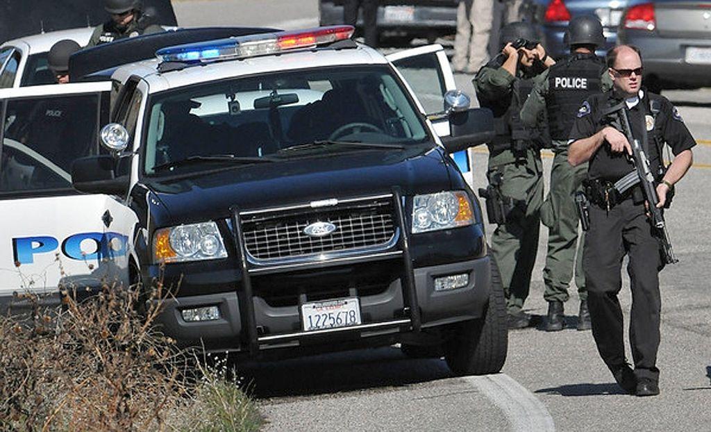 Disparan contra un oficial en su patrulla en San Bernardino