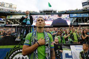 Clint Dempsey regresa a jugar a la MLS (fotos y video)