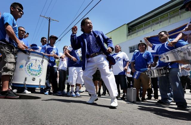 Festejan el Día del Salvadoreño en Los Ángeles