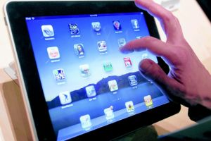 Bajan envíos de tabletas iPad