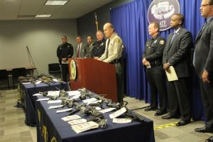 Arrestan a 13 narcos de red traficante en LA (video)