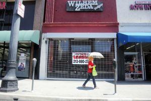 Quinceañeras acusan de fraude a diseñador de Huntington Park