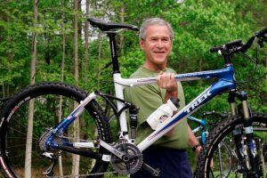 Expresidente George W. Bush es operado del corazón