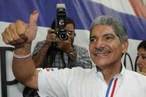 Alcalde de San Salvador deja cargo por campaña presidencial