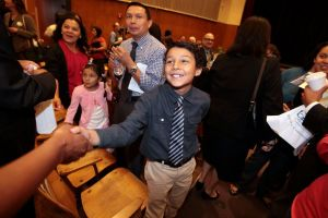 Niño salvadoreño quiere ser presidente de EE.UU.