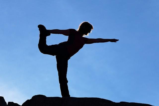 5 beneficios de practicar yoga después de los 50