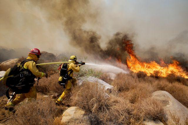 Levantan orden de evacuación por incendio en Riverside