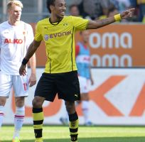 Dortmund debuta con paliza