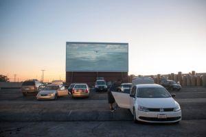 Muchos gustan del cine en auto en Ciudad de Industry