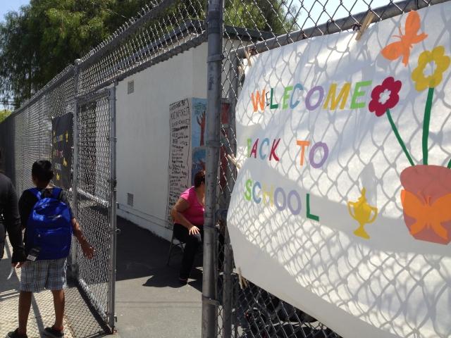 Regreso a la escuela: miles de estudiantes en Los Ángeles recibirán iPads