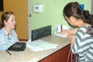 Centros de salud ayudan con OBAMACARE