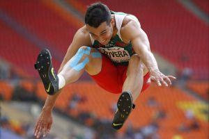 Mexicano Rivera hace historia en Mundial de Moscú