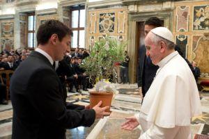 El Papa y Messi,  comunión por el fútbol