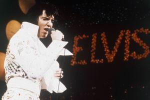 Elvis no pasa de moda a 36 años de su muerte (Video)