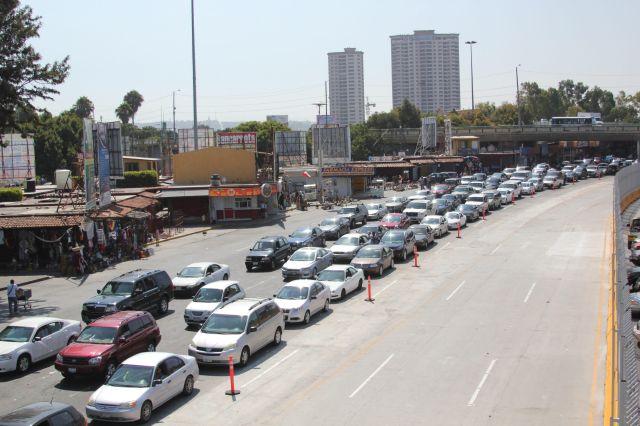 Paso fronterizo San Ysidro opera ya a máxima capacidad