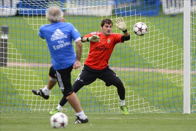 Diego López gana de inicio el pulso a Casillas