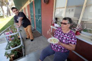 La crisis en la Sección 8 podría afectar a unas 10 mil familias latinas en Los Ángeles