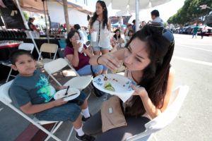 Angelinos venden tacos para ayudar a jóvenes sin hogar