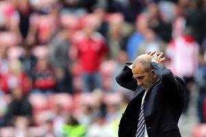 Timonel del Sunderland suspende a jugador por burlón