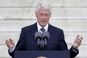 Menos quejas y más acción pide Clinton a  EE.UU. (video)