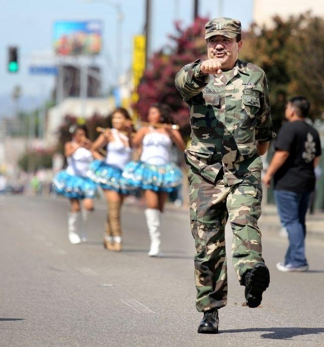 Salvadoreños celebran en Los Ángeles su independencia