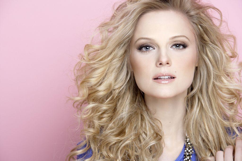 Ana Layevska, la protagonista de la telenovela 'Dama y Obrero', se ha destacado tanto en la pantalla chica como en la grande.