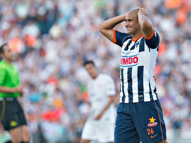 Humberto Suazo, fuera hasta tres semanas por lesión