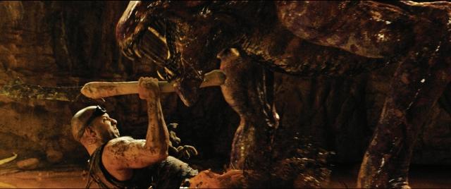 'Riddick' sabe cómo entretener. Y nada más