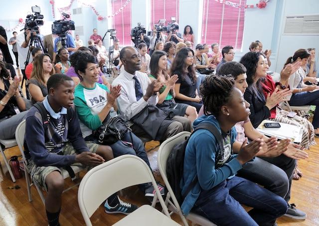 Los Ángeles trata de recuperar desertores escolares