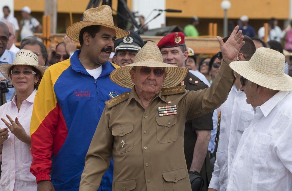Gorbachov: Se debe respetar a Raúl Castro