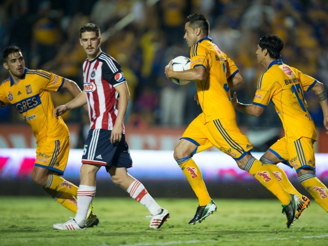 Chivas ganaba 3-0 y Tigres empata en 10 minutos