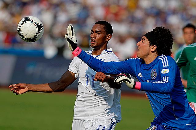 Ochoa es elegido mejor jugador de Ajaccio (video)