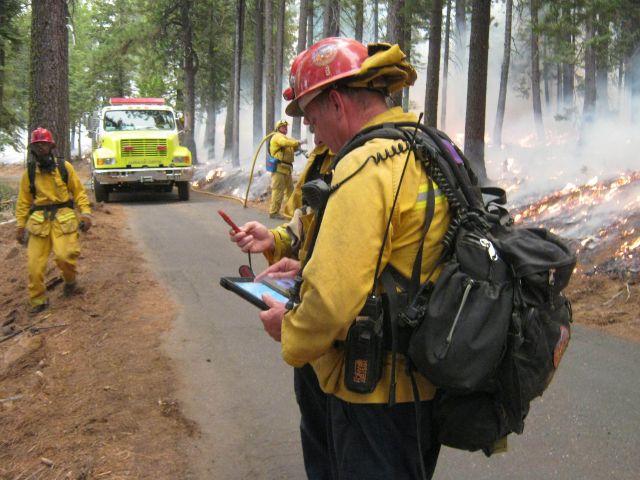 Evalúan decenas de científicos incendio 'Rim' en CA