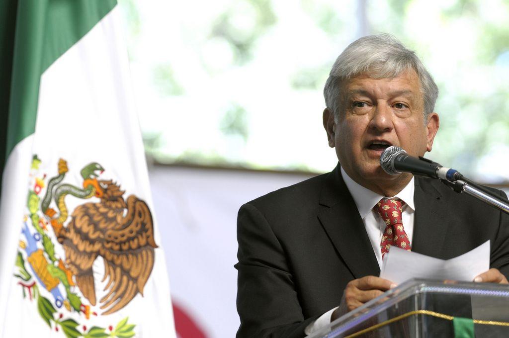 López Obrador llamó a la acción pacífica contra privatización del petróleo.