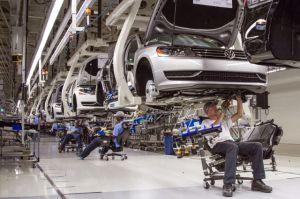 Las ventas de autos en noviembre en Estados Unidos fueron excelentes, pero la industria sigue cortando puestos de trabajo: ¿qué pasa en verdad?