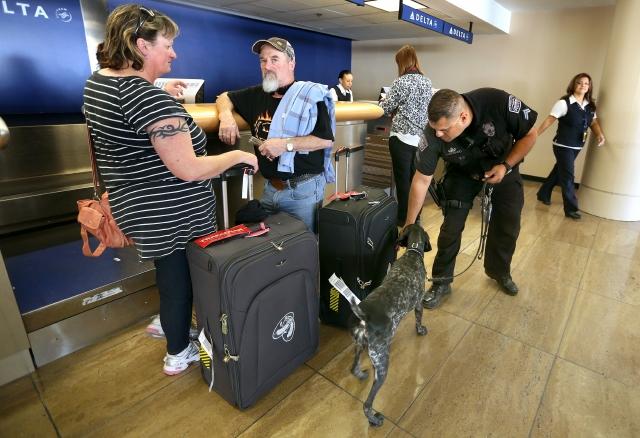 El Aeropuerto internacional de Los Ángeles, redobló su seguridad tras recibir una amenaza de bomba que resultó falsa.