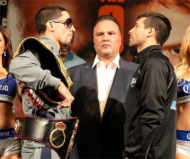 Danny García (izq.)  y Lucas Matthysse se muestran retadores en su presentación ante los reporteros.