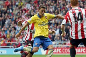 Gana y convence Arsenal en debut de Mesut Ozil