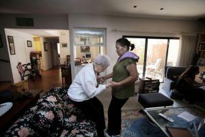 Hermanas se reúnen después de 50 años sin verse gracias al COVID