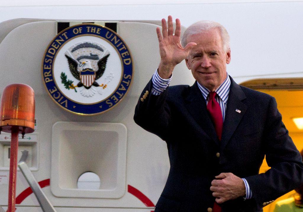 La polémica acompaña al vicepresidente Biden a México