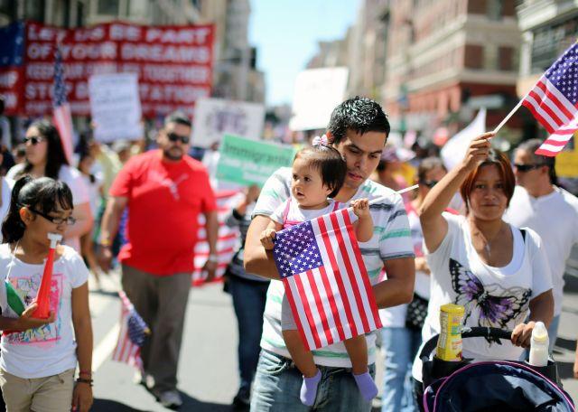 Miles de voces se hacen escuchar en marcha en LA