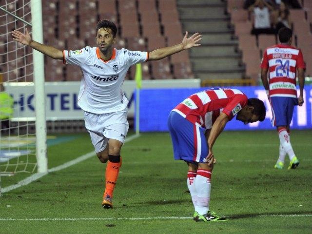 Valencia vence de último minuto a Granada