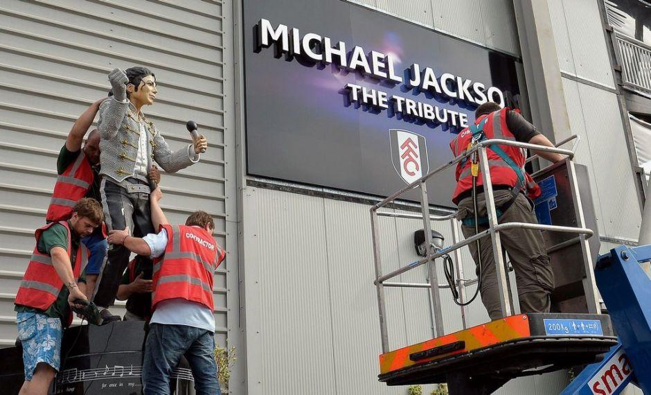 Fulham se deshace de estatua de Michael Jackson (Video)