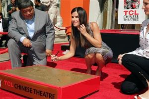 Sandra Bullock ingresa en Paseo de la Fama de Hollywood