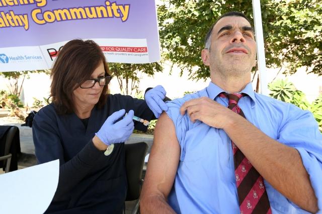 Instan al Condado de LA  a vacunarse contra el 'flu'