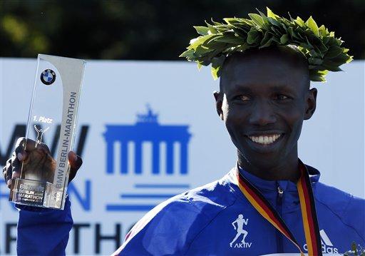 Rompen récord mundial en maratón de Berlín