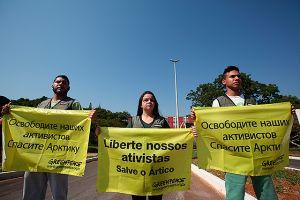 Rusia encarcela a 30 activistas de Greenpeace (Fotos)